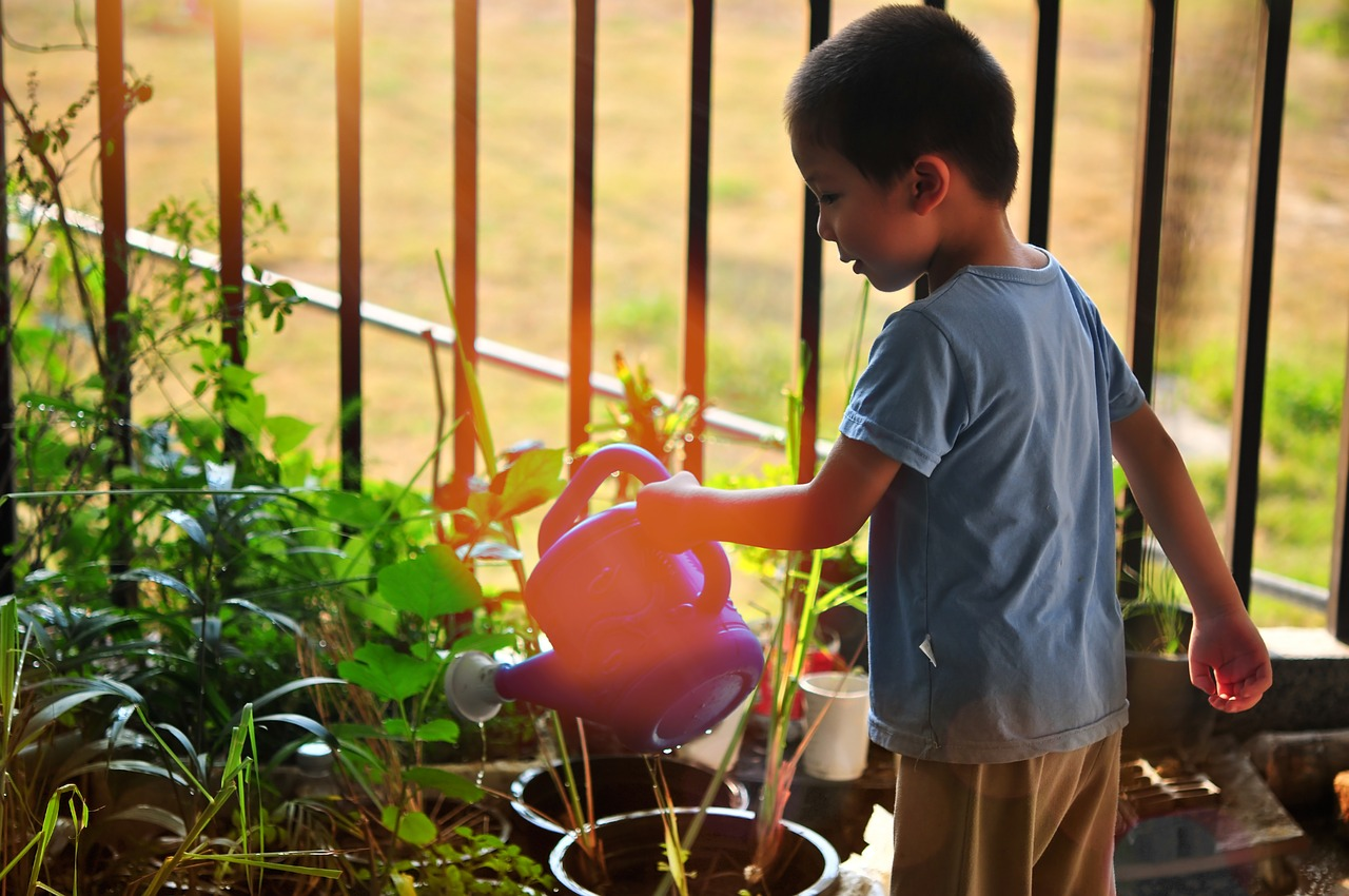 inciter l'enfant à apprécier le jardinage